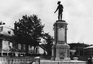 Le monument des Vingt-et-Un est inauguré le 29 juin 1924.