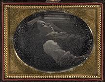 Artiste inconnu, Portrait d'un enfant mort, vers 1850; daguerréotype, 8 x 10,5 cm (quart de plaque), 11,5 x 9 cm (boîtier). Achat, 2007.181. (Photo MNBAQ, Patrick Altman).